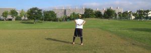 ボールフィーリング:空中に投げたボールを背面でキャッチ