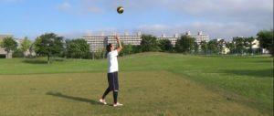 ボールフィーリング:空中に投げたボールをキャッチ