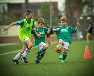 サッカーを楽しむ子供達