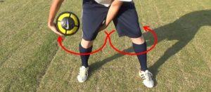 ボールフィーリング:8の字で足の周りをボール回し