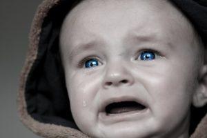 泣きそうな赤ちゃん:不安のイメージ