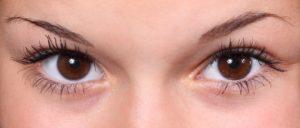 「視野」のイメージとしての女性の目