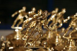 サッカーの像:リスペクトの象徴として