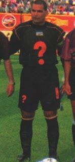 元パラグアイ代表GKチラベルト選手がはてなマークを着用した時の写真
