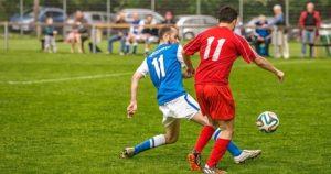 サッカーの背番号、両チームの選手とも11番