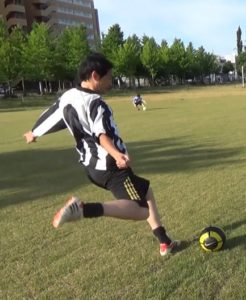 「ロングキックの蹴り方」解説用画像1:踏み込み