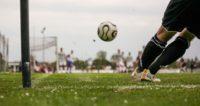 サッカーのコーナーキックの画像