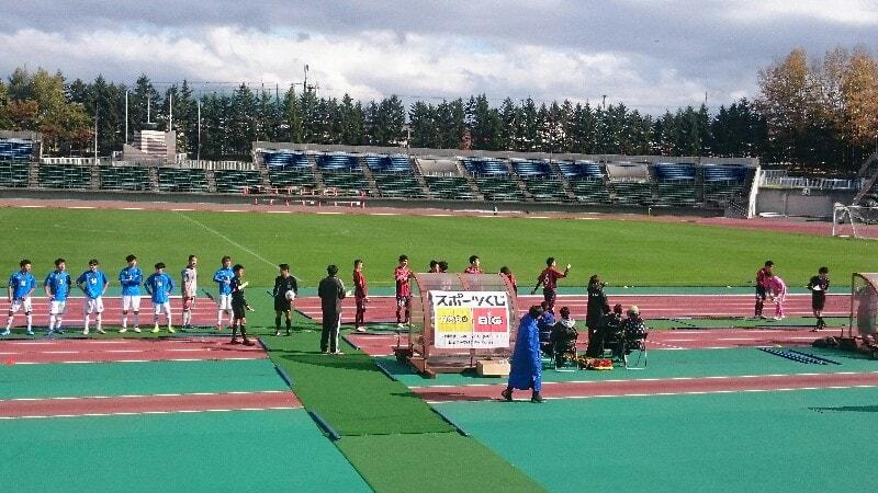第16回全日本ろう者サッカー選手権大会 決勝戦:西日本代表vs北海道代表 キックオフ前の写真
